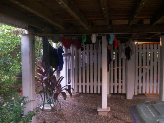 Another under-the-house clothesline